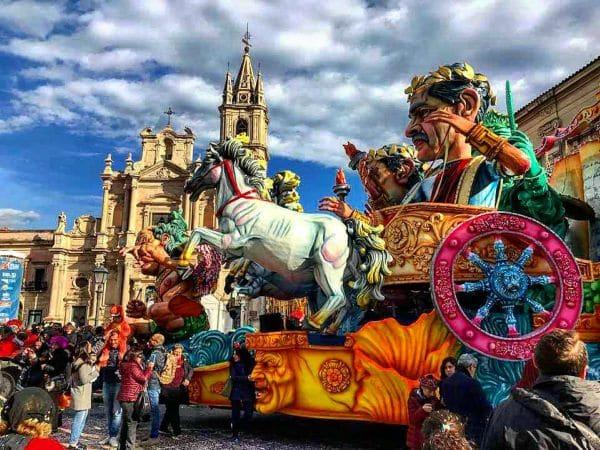 Carnevale di Acireale 2021: programma e date della sfilata dei carri allegorici