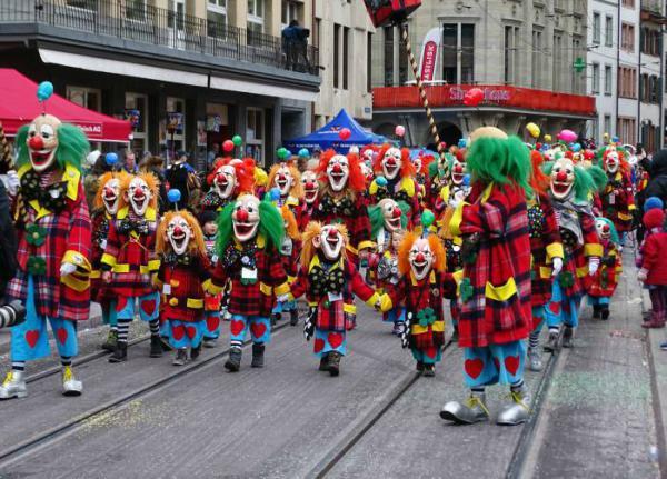 Carnevale di Basilea 2021: il volto sorridente della Svizzera!