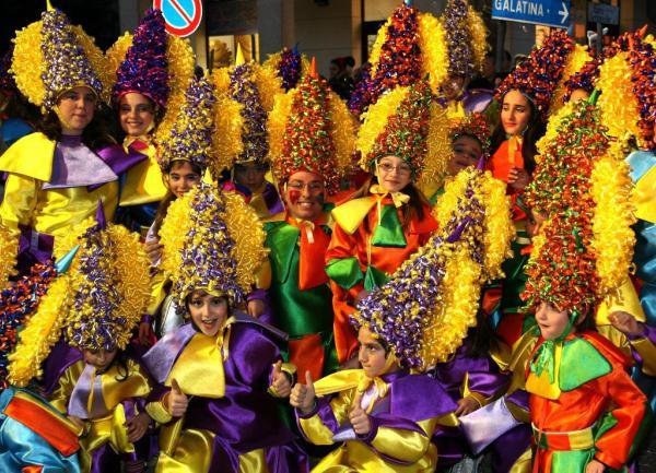 Carnevale Aradeino 2021: programma e date della sfilata dei carri allegorici